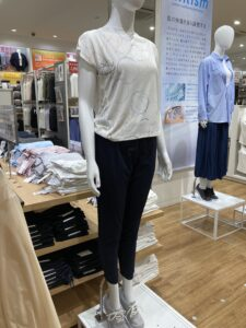 ユニクロ ジョガーパンツ×Tシャツ
